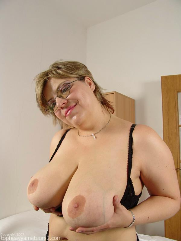 Amateur top heavy granny